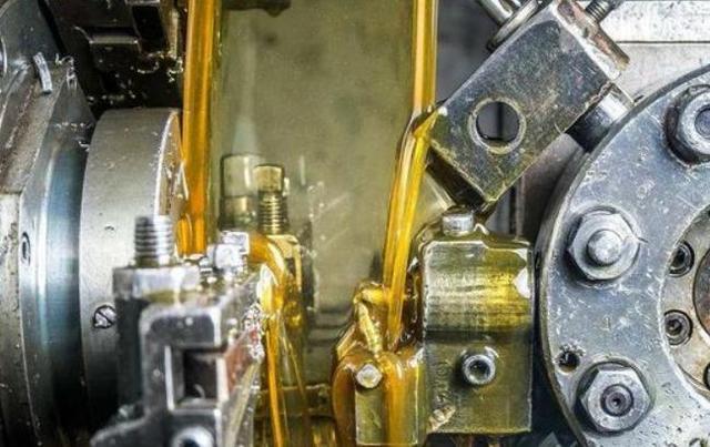 5W-30和5W-40机油有什么不同?多数人搞不明白,小心维修费增多