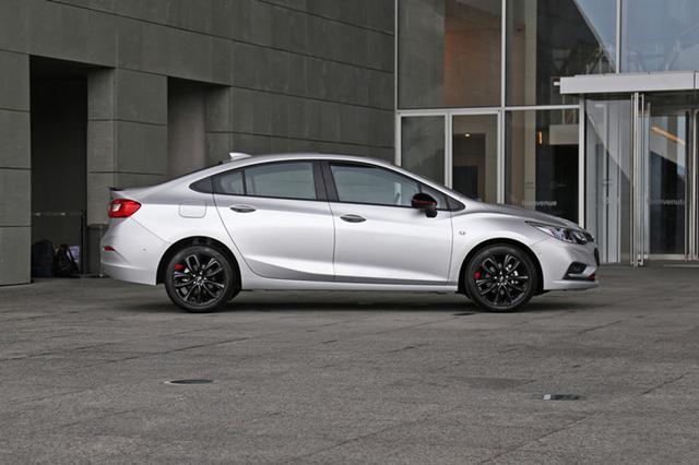 从10.99万优惠至7.89万,油耗5.7升,这款轿车开着舒适还气派!