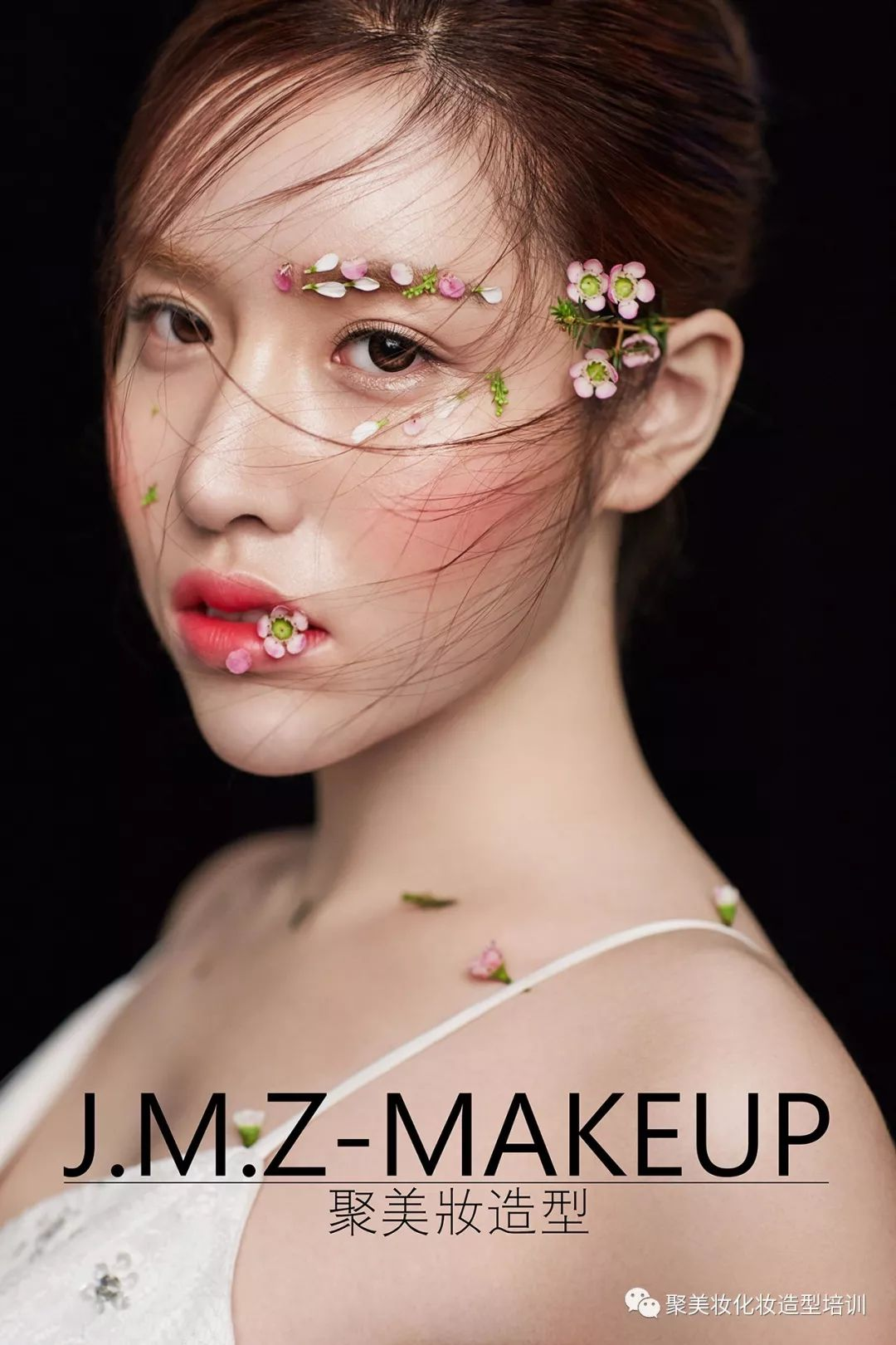 清透的妆容,夸张的贴面儿,不束缚,做自己,俏丽而明媚.图片
