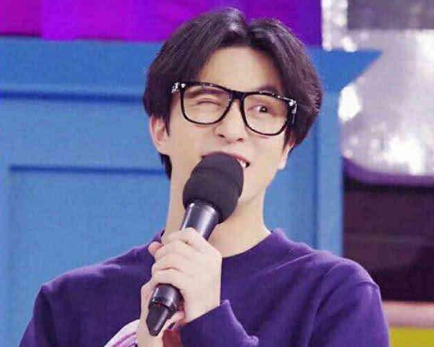 薛之谦为何会经常戴眼镜,他其实早已回答,网友:不红没道理