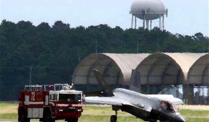 美军心痛不已,十数架F22战机受到损坏,起码损失数十亿