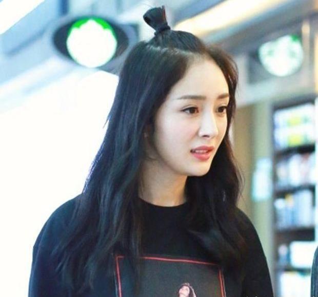 平时自称少女幂的杨幂怎么会少了可爱的丸子头发型呢,行走的wife的图片