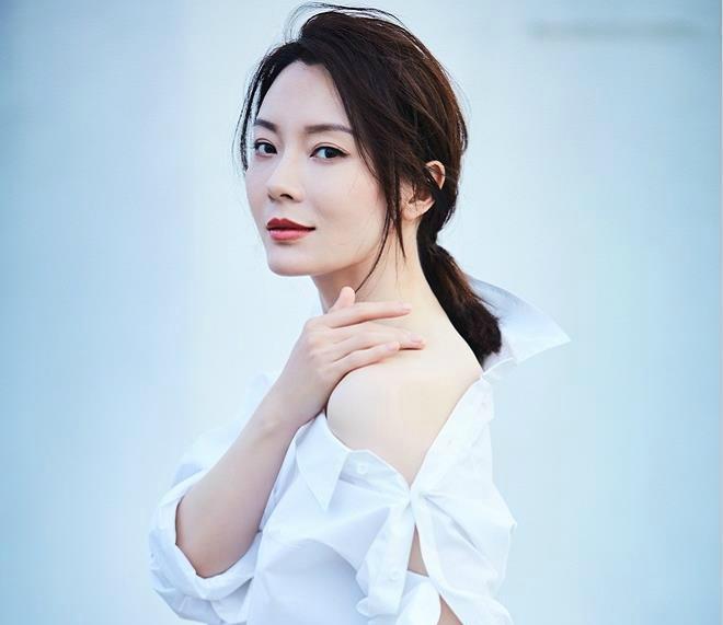 把白阴部穿成凹凸的也就这几位衬衣,杨幂上榜女星性感美女性感图片