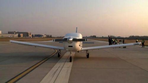 """航空工业一飞院通用型无人运输机""""探路星""""成功下线"""