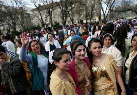 这里少女当街卖:美女几千就领回家吊美女美衣图片