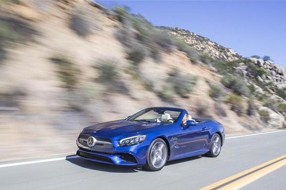 奔驰SL系列跑车惊艳亮相,运动与奢华的完美结合