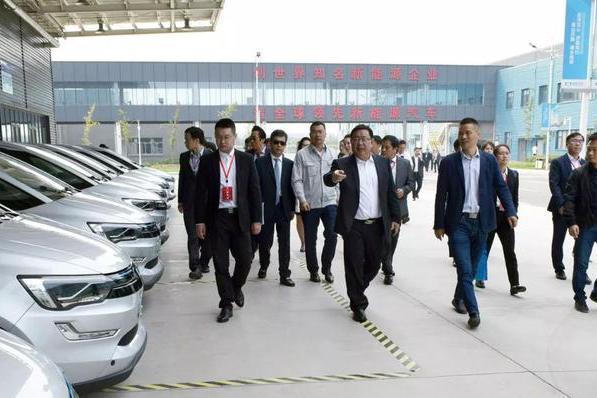 齐商大会300多名嘉宾参观国金汽车