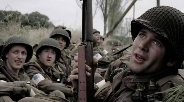 所有人都知道,头盔根本就不能防子弹,只能防止一些战场上炸弹爆炸时