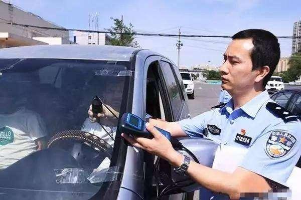 """交警查车又有""""新花招"""",车主:这样还怎么开车,不如把车卖了"""
