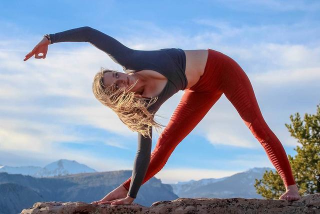 体式代理的四个简单瘦腿,已爆刷朋友圈,坚持一个月你瑜伽霜减肥图片