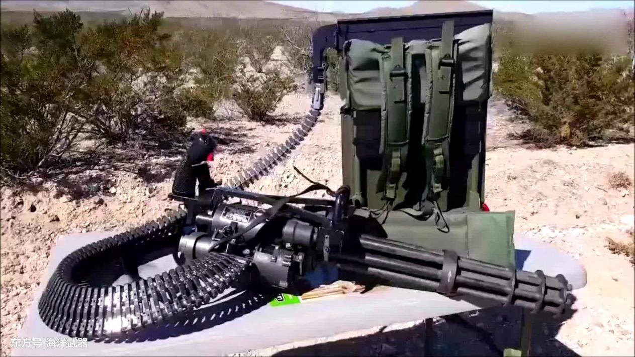 加特林最重要的机械结构?冲压式多管旋转枪管和轮盘式图片