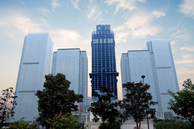 中国西部第一高楼行将建成,总投资100亿,逾越成都蜀峰468