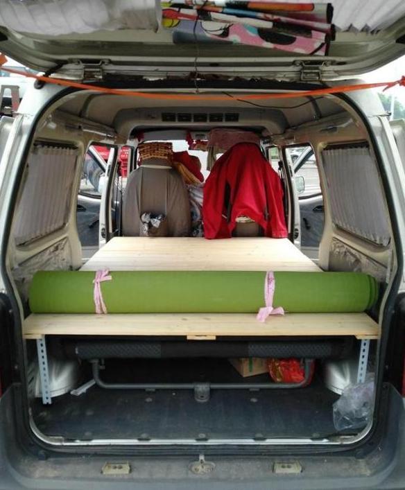 五菱之光改成床车,自驾游再也不用担心住宿!图片