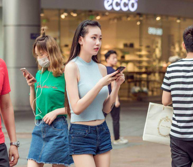 街拍,武汉紧身如云,图1有点大,图4很大,图7非常2018拍的图美女裤美女街图片