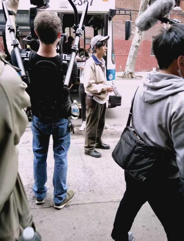 郭富城化老年妆现身纽约拍戏 这身装扮第一眼难认出来