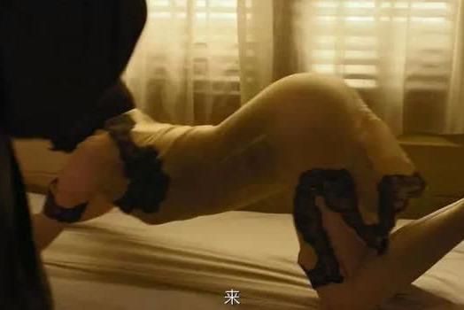 49岁许晴和彭于晏上演激情戏,能演出这样的风情也就只有她了