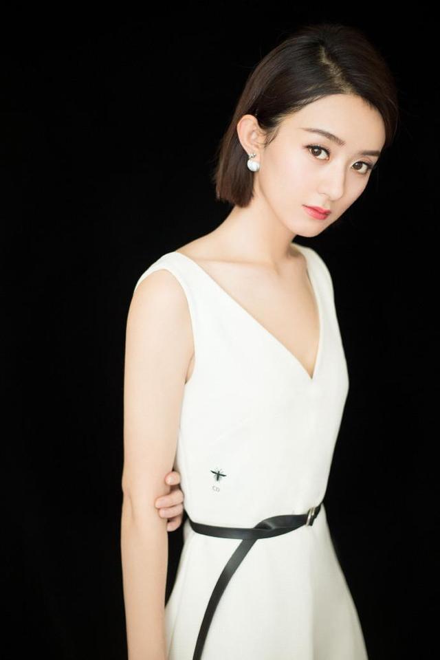 赵丽颖王丽坤女神同台比美,结果却被杨颖脚上的纹身抢图片