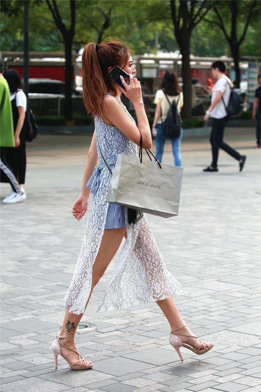 街拍:穿上超高跟的美女就是显气质,女人都应拥有高跟鞋