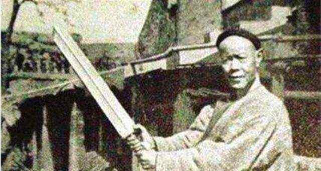 清朝最后一位刽子手, 不听师傅劝, 砍了300人头, 晚年悲惨!