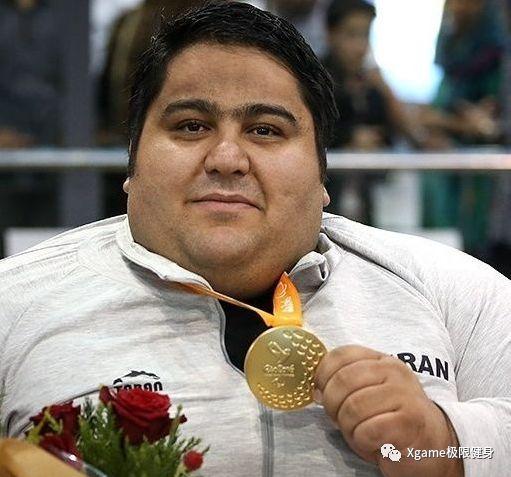 残疾人310公斤无装备卧推什么概念?