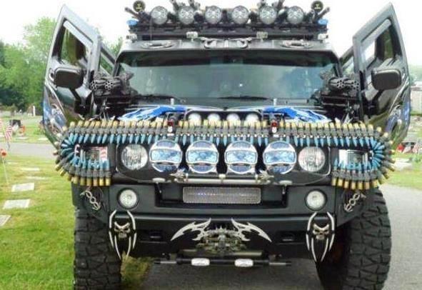 改装悍马霸气十足,比坦克的装备还全,就是洗车不好洗