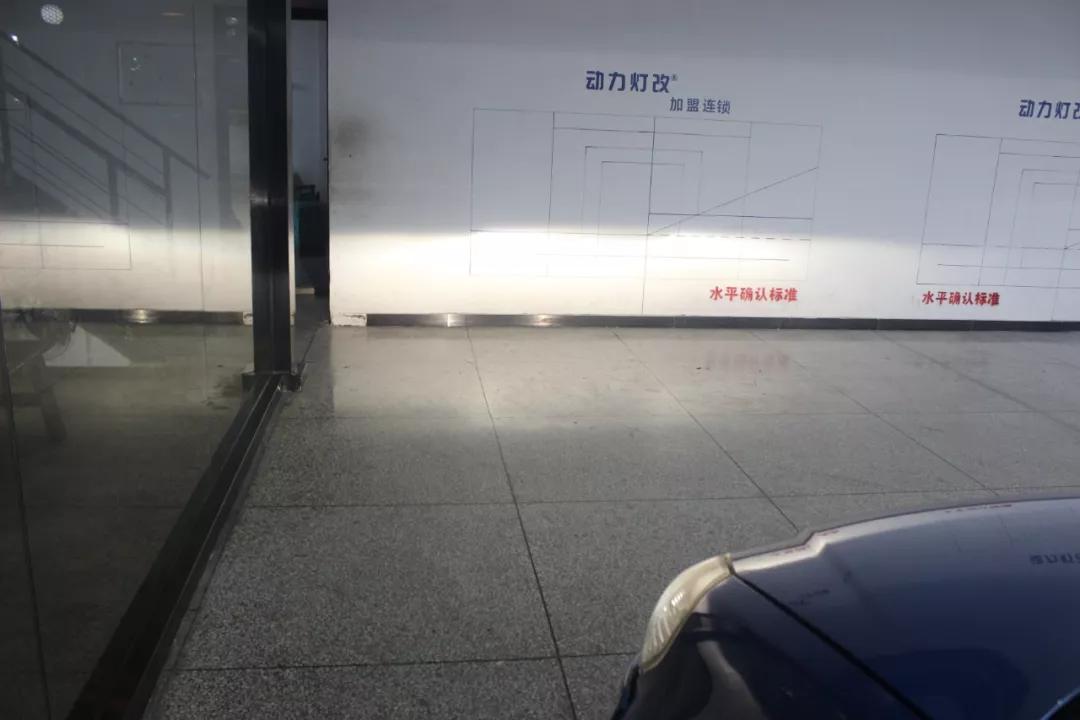 南京改灯铃木天语SX4大灯升级进口海拉套装,蓝色恶魔眼提升颜值