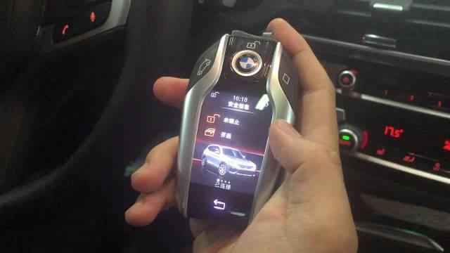 宝马X3的30i车型标配智能钥匙,不论是朋友聚会,还是商务谈判,拿出这么...