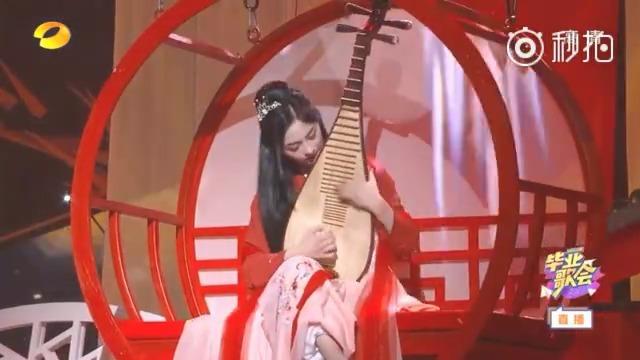 周洁琼弹琵琶,鞠婧祎拉小提琴,刘泳希弹古筝,人美业务能力好,这才是