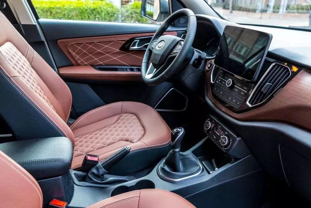 这款国产SUV是十万以内的性价比之王,外观精致价格公道