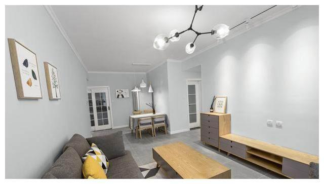 谁说装修必须得吊顶?我家客厅石膏线走边不仅漂亮还省钱!