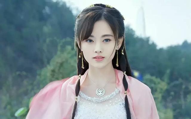 鞠婧祎周洁琼同框,一个弹琵琶,一个拉小提琴,你pink谁