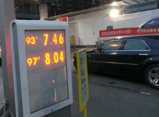 油价涨到土豪都投降 奔驰GLK无奈油改气, 车主: 比烧油便宜多了