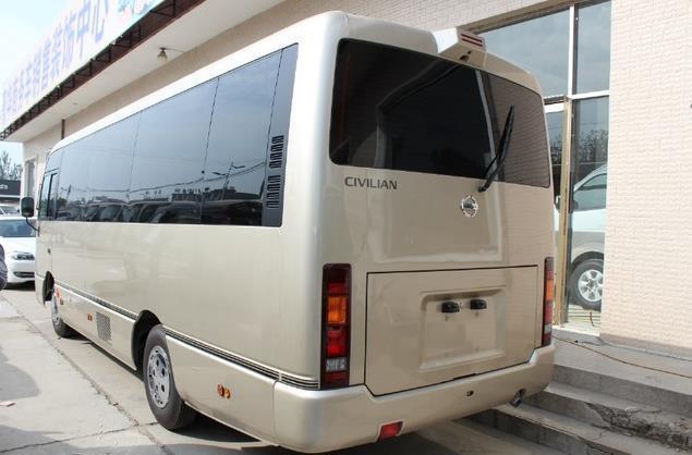 中巴车除丰田考斯特外,这款车配置更高,外观更霸气,内饰更豪华