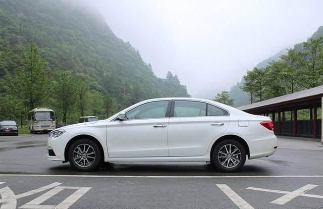 最失败的国产车,因名字没取好,仅售7万,仍无人问津!