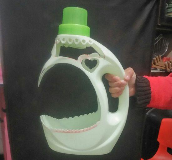 我要扔空洗衣液瓶子,媳妇骂我傻,自制的小花盆超美哦!图片