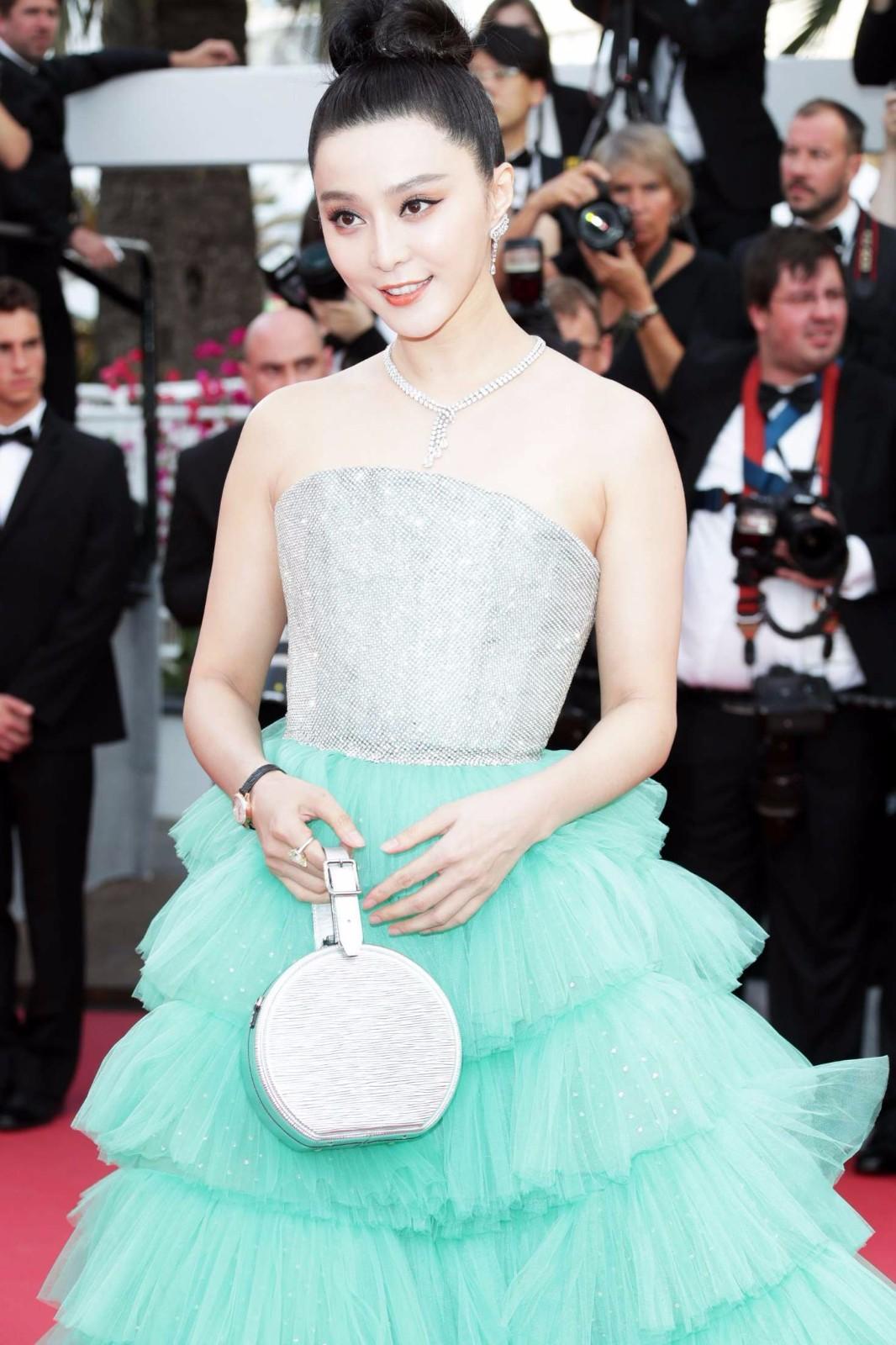 范冰冰打扮戛纳电影节,她出席得很精致,一成为就亮相青春期4电影图片