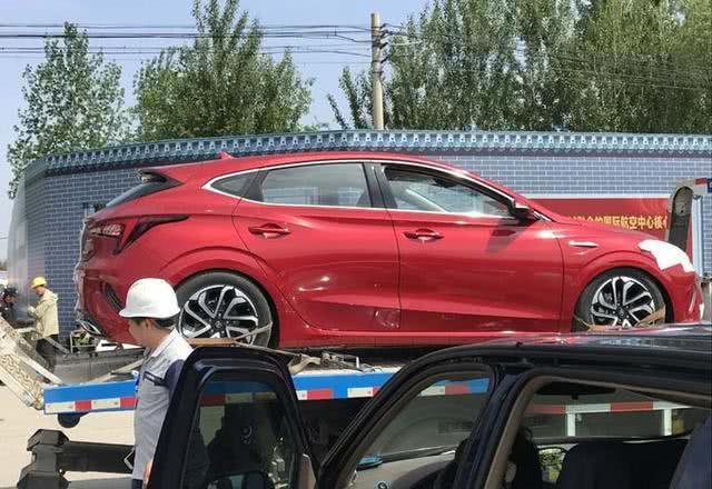 比睿骋CC还漂亮, 新一代国产家轿来了, 不足7万挑战本田飞度