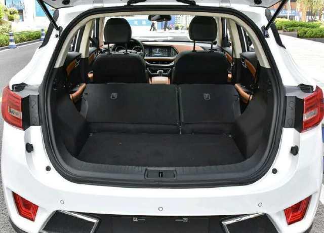 小型SUV带8个安全气囊, 1.5T动力 带ESP