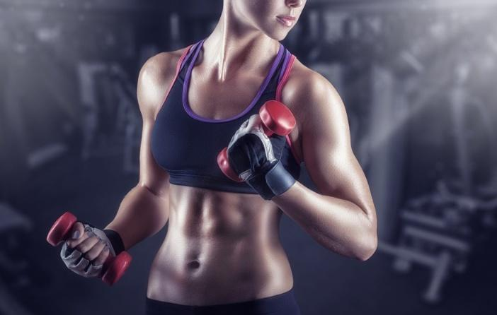女子哑铃健身_女性哑铃健身怎么玩?如何避免练成肌肉女?