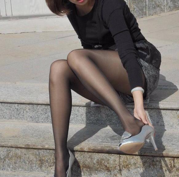 当前美女:手脚穿高跟鞋被捆热狗美女位置图片吃安卓图片