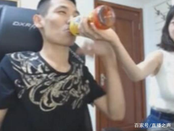 """韩茜茜伺候""""斗鱼一哥""""旭旭宝宝,连喝水都得她来喂羡煞图片"""