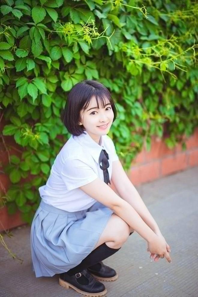 甜美漂亮大眼短发美女学生阳光俏皮清新萝莉唯美写真图片