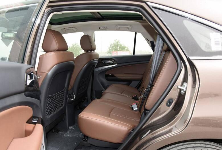 轴距超过哈弗H6的七座SUV,搭载2.0T和全景天窗7万起
