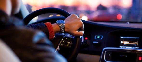 新手上路开车有哪些关键技巧,会变道才是关键