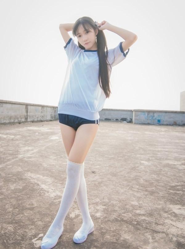 筒袜美女_可爱清纯白色长筒袜美女学生妹校园小清新图片