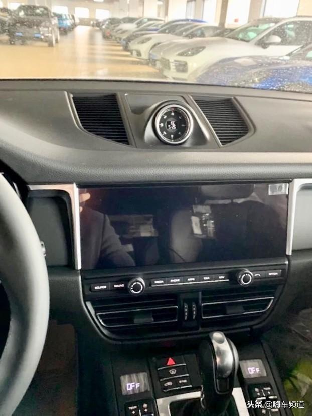 保时捷新款Macan到店实拍,全系标配LED大灯和11英寸中控屏幕