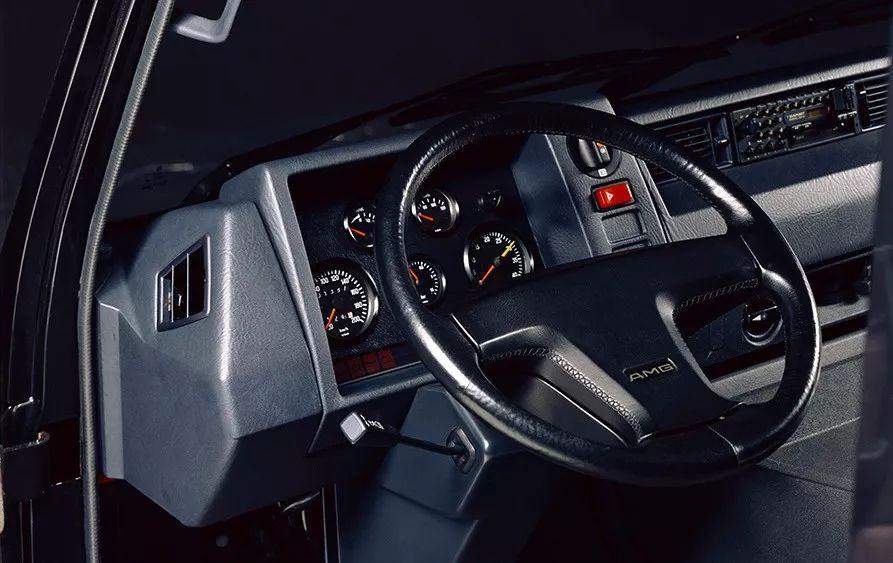 其实奔驰MB100,也是有AMG版本的……