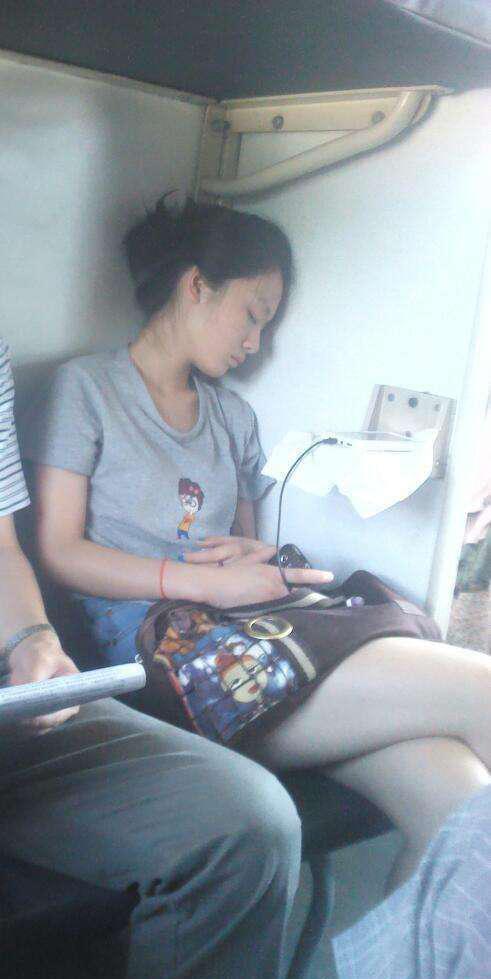 火车上搭讪一个妹子, 以为是良家, 结果是老司机