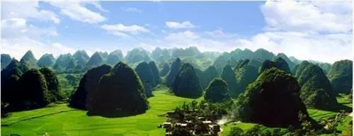 贵州醇风景区占地3000余亩,以打造山地玩都·百花兴义为目标,以花为