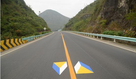 高速路上不认识这6种标志线, 赶紧回去学驾照!